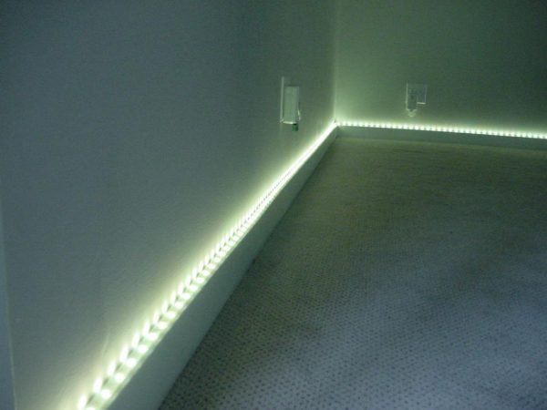 Использование дюралайта в интерьере комнаты