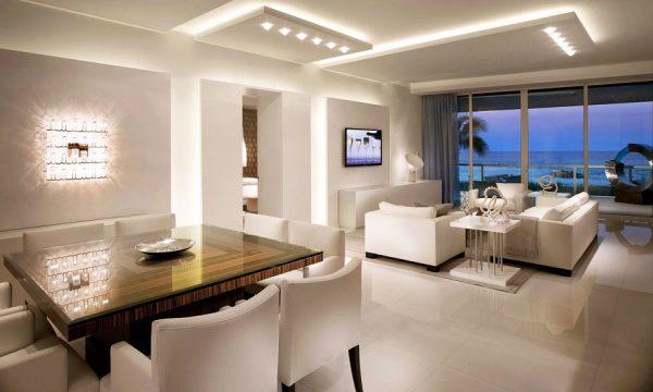 Комбинированное освещение в современной гостиной