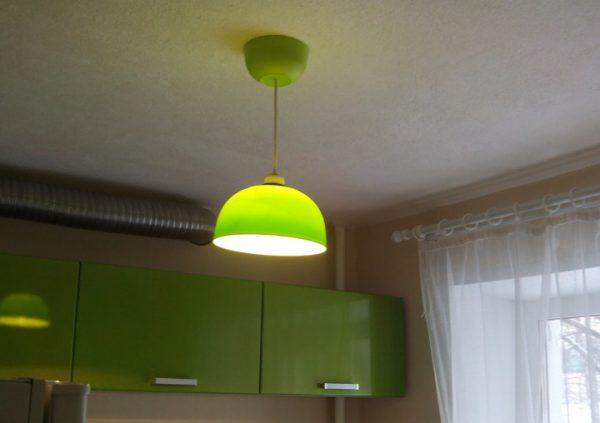Люстра на кухню с плафоном из пластика