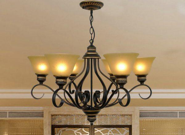 Люстра для зала с лампами накаливания
