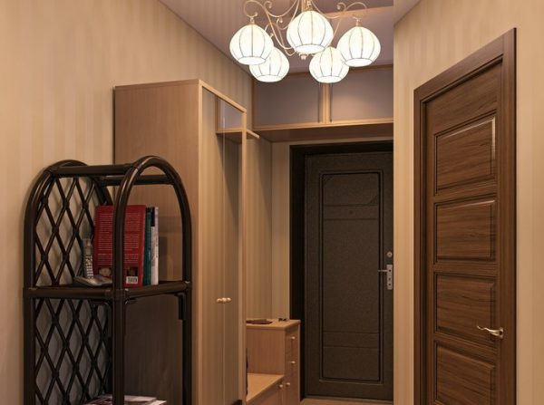 В коридоре рекомендуется использовать люстры с рассеивающим светом