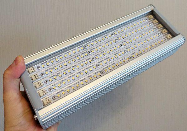 Светильник с уровнем защиты IP65 и мощностью светового потока 5600 Лм