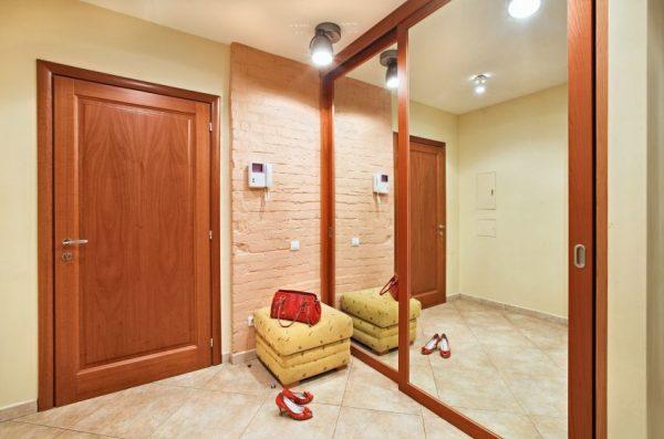 Свет в коридоре должен быть достаточно ярким