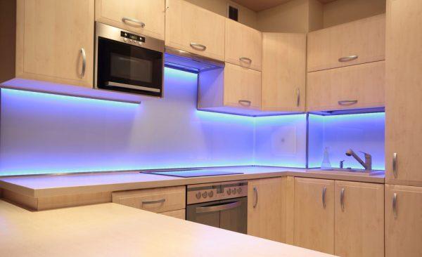 Светодиодная подсветка мебели на кухне