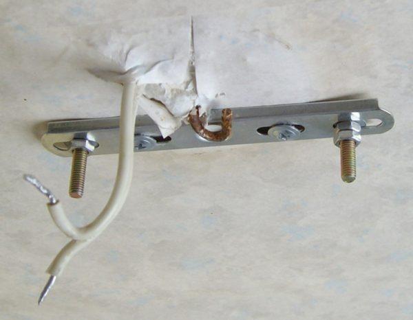 Установка люстры на монтажную планку