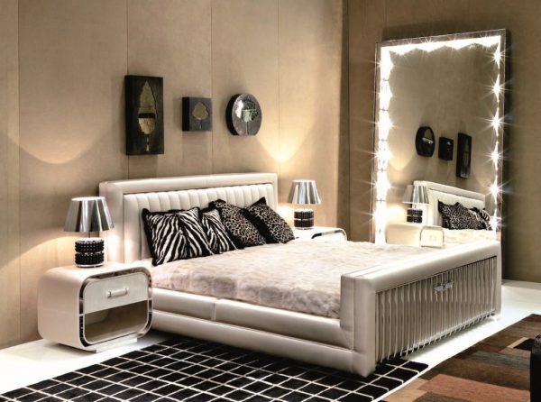 Светодиодная подсветка зеркала в спальной комнате