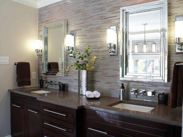 Размещение бра у зеркала в ванной