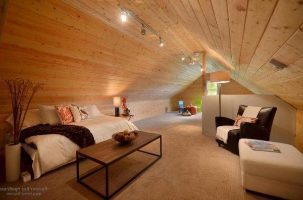 Дизайн освещения на деревянной мансарде