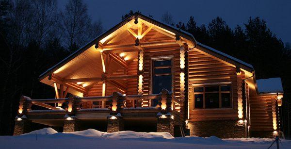 Контурная подсветка бревенчатого дома