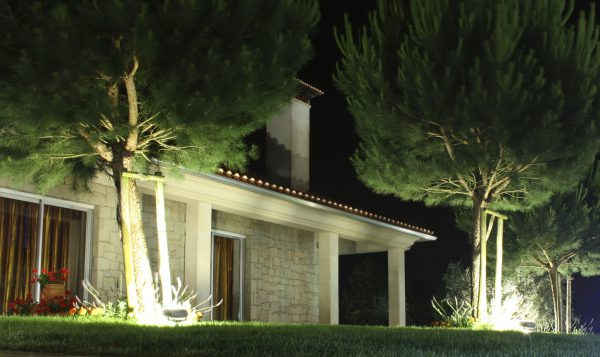 Подсветка частного дома светодиодными прожекторами