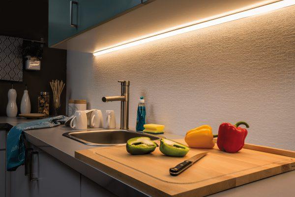 Для зоны готовки на кухне требуется дополнительное освещение