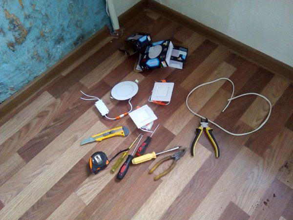 Инструменты и материалы для монтажа светодиодных точечных светильников