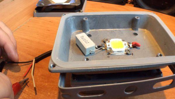 Устройство прожектора на LED матрице