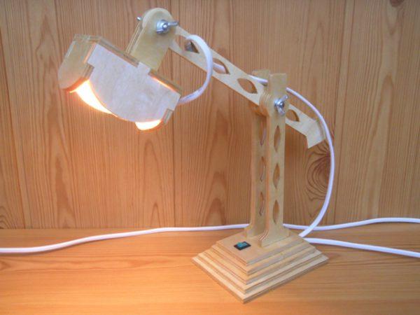 Самодельный настольный светильник оригинальной формы