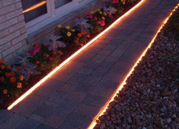 Освещение дорожки в саду светодиодной лентой