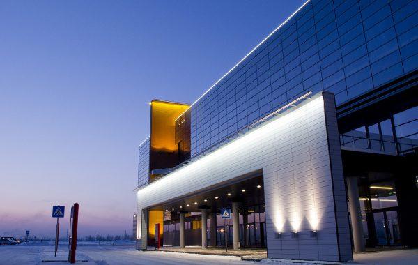 Подсветке крупных зданий уделяется особое внимание