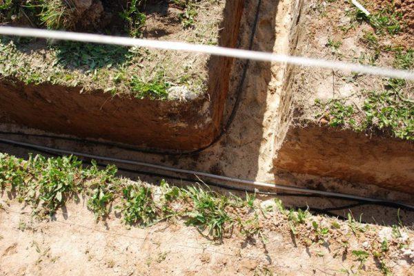 Прокладка кабеля для садовых светильников