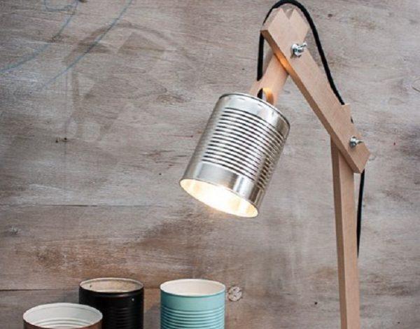 Рефлектор для настольной лампы из консервной банки