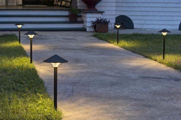 Садовые фонари с низкими столбиками