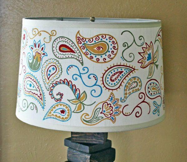 Самодельный абажур для настольной лампы из лакированной бумаги