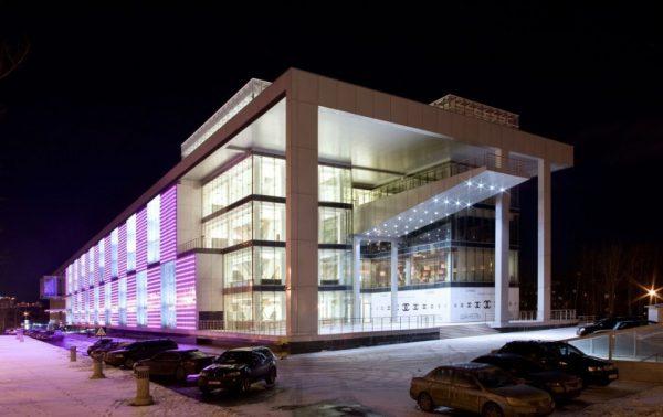 Архитектурное освещение зданий со сплошным остеклением