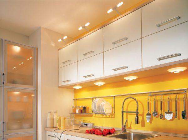 Вариант организации освещения рабочей зоны на кухне