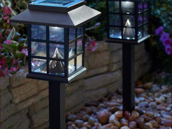 Светильник для придомового участка должен быть влагозащищенным