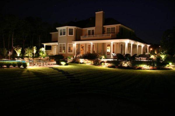 Декоративная подсветка загородного участка