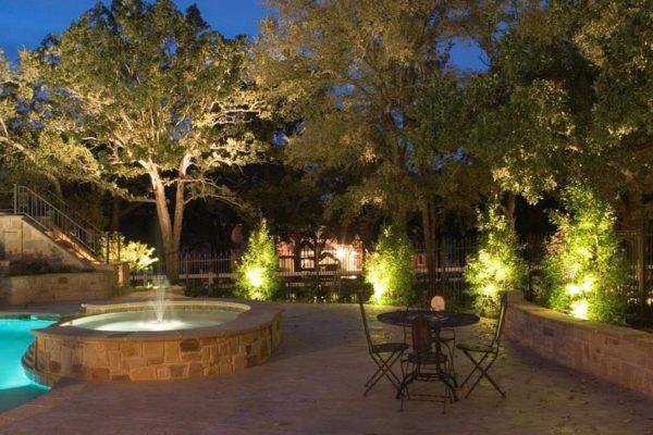Освещение зоны у фонтана в сквере
