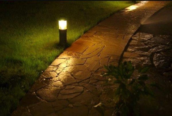 Функциональное освещение садовых дорожек