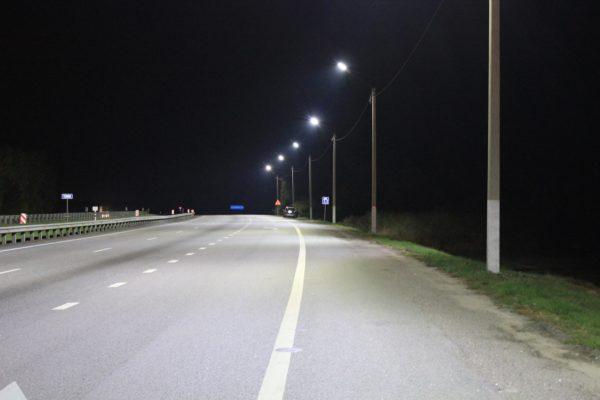 Качественное освещение автомобильных дорог улучшает безопасность дорожного движения