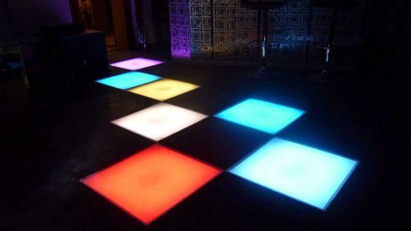 Напольные световые модули в ночном клубе