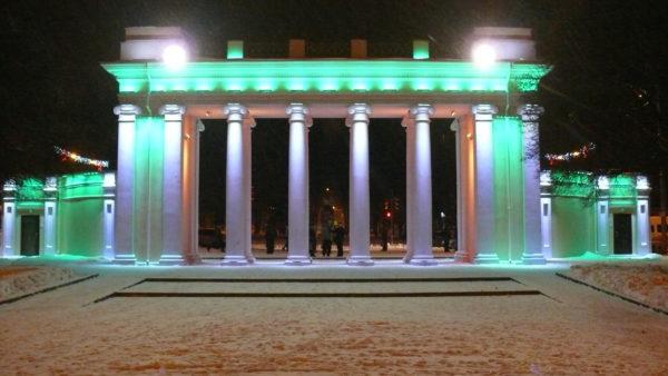 Освещение главного входа в парк
