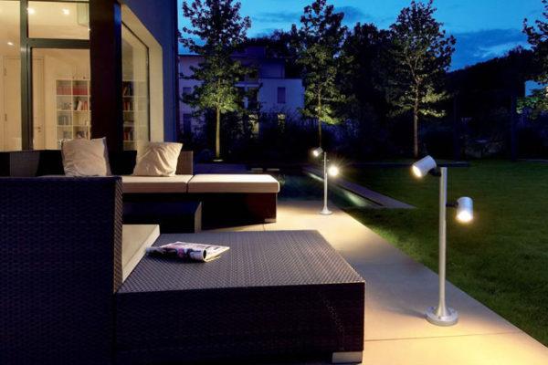Для освещения террасы рекомендуется использовать влагозащищенные осветительные приборы