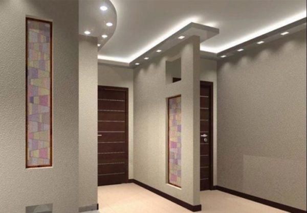 С помощью светильников можно визуально расширить пространство прихожей