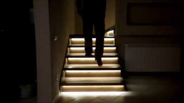 Светодиодная подсветка лестничных ступеней