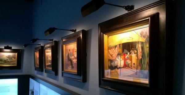 Подсветка картин с помощью настенных светильников