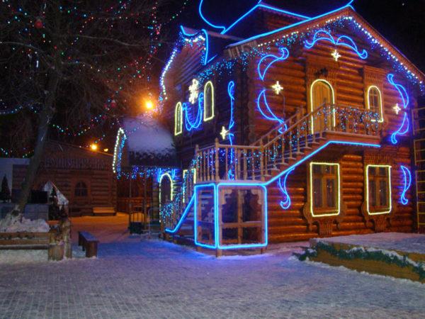 Зимняя подсветка дома с помощью светодиодной ленты