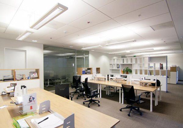 Искусственный свет в офисе