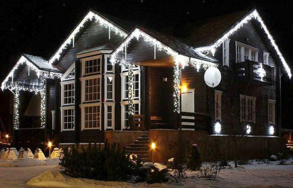 Использование гирлянд для наружной подсветки дома
