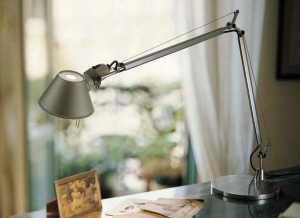 Настольная лампа с трапециевидным плафоном