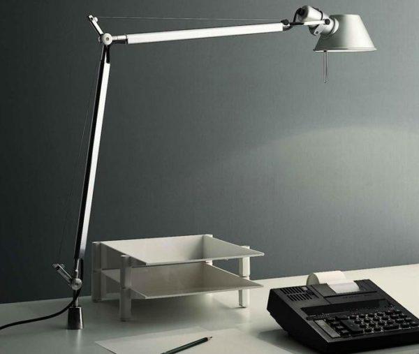 Стильная и функциональная настольная лампа