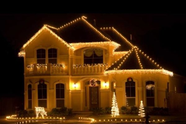 Праздничное освещение частного дома