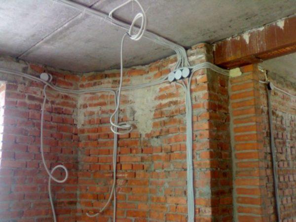 Использование распредкоробок облегчает монтаж электропроводки