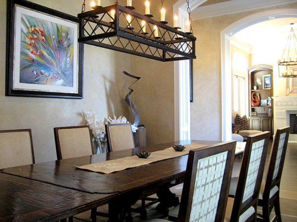 Подвесной светильник над обеденным столом