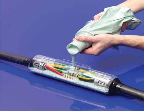 Использование герметика при установке