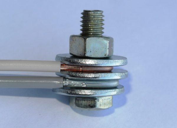 Соединение алюминиевого и медного провода с помощью болта