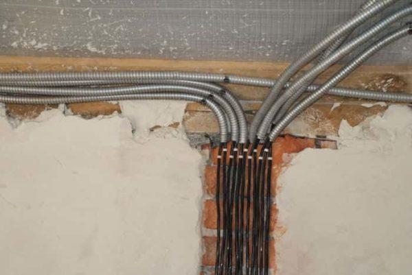 Обычно используется для электропроводки в помещениях