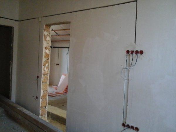Штробление стен под проводку в квартире