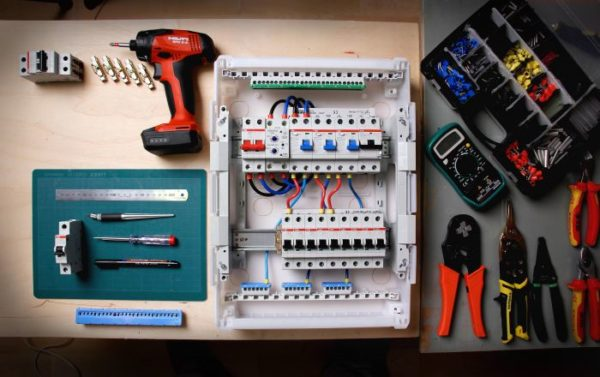 Материалы и инструменты для монтажа электричества